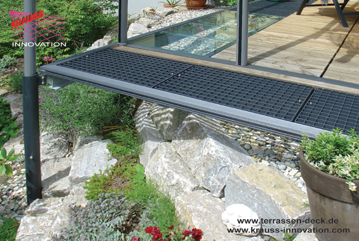 teilweise ueberdachtes terrassen deck mit begehbaren. Black Bedroom Furniture Sets. Home Design Ideas